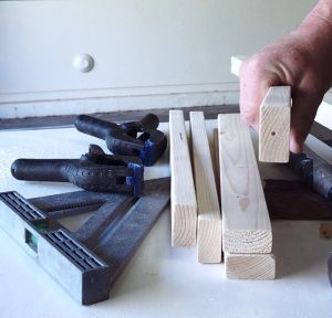 easy diy blanket ladder - center punch the steps